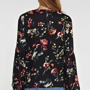 lovestitch Tops - NWT Lovestitch Printed Floral Top